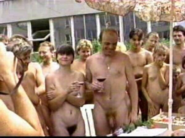 Family Nudist Video - Family Album   ファミリーアルバム
