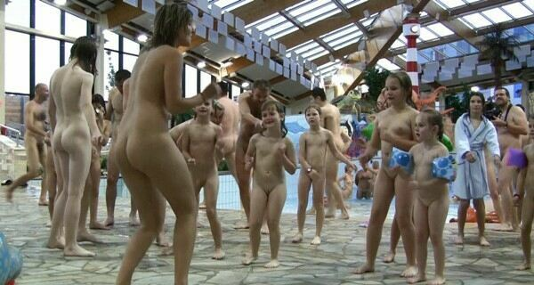 PureNudism Video Family Nudism - AQUA EXTRAVAGANZA 1  純粋ヌーディズムビデオ
