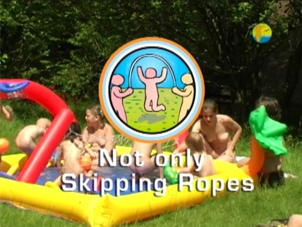 Not only Skipping Ropes-Family Nudism  ファミリー·ヌーディズム
