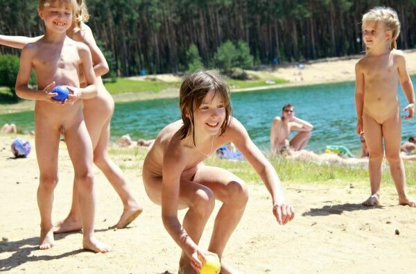 Pure Nudism - Naturist Family Events Pictures [Summer Sun Nudists series]  裸体主義者の家族のイベントの写真