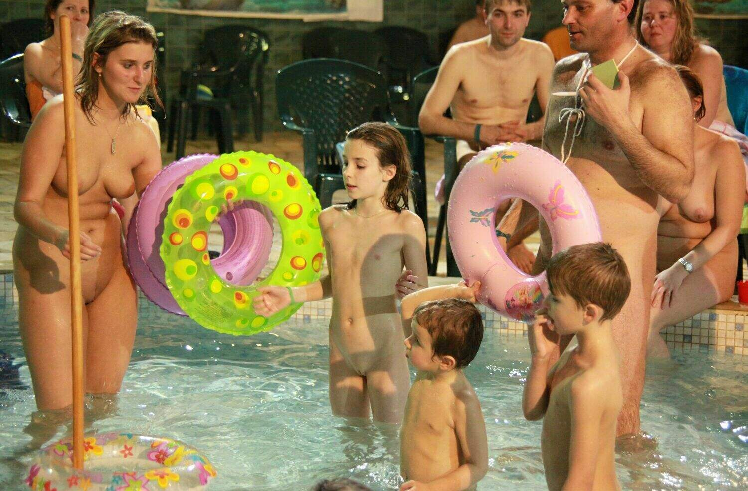 nudist-family-vacation-3d Photo of nudist families - Naturist Club Games [Naturisе Family Events]